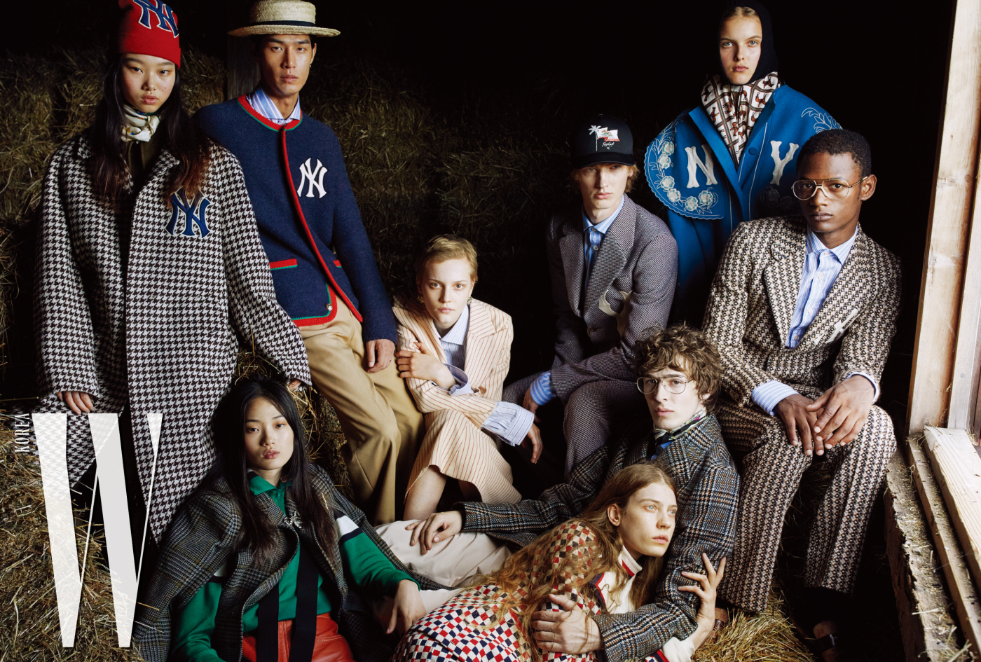 왼쪽 위부터 시계 방향으로 | 윤영이 착용한 붉은색 니트 모자, 체크 코트, 스카프, 점프슈트, 태은이 착용한 NY 자수와 웹 디테일이 돋보이는 재킷, 줄무늬 셔츠, 사파리 포멀 팬츠, 리나가 착용한 줄무늬 울 재킷과 스커트, 푸른색 셔츠, 귀고리, 혼자가 착용한 포멀 울 재킷과 팬츠, 셔츠, 사라가 착용한 후드 디테일의 스카프, NY 자수가 돋보이는 오버사이즈 코트, 루카스가 착용한 NY 자수 디테일의 재킷과 팬츠, 줄무늬 셔츠, 갈색 모카신, 딜런이 착용한 빈티지 체크 울 코트, 푸른색 셔츠, 포멀 팬츠, 케이가 착용한 격자무늬 울 재킷, 터틀넥 이너웨어, 울 스커트, 현지가 착용한 케이프 재킷, 크리스털 브로치, 터틀넥 톱, 가죽 팬츠는 모두 Gucci 제품.