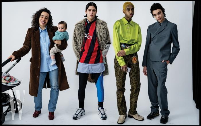 마틴 로즈와 아들 루벤, 그리고 모델 올리버 트루러브와 소수, 그리고 제스 콜이 입은 옷은 모두 마틴 로즈, 신발과 벨트는 모두 컨템포리 워드로브 컬렉션, 런던 제품.