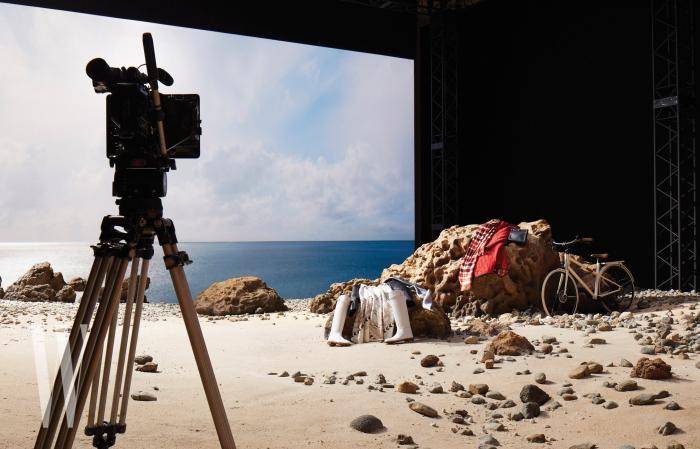 도쿄국립예술센터에서 선보인 에르메스 극장의 스테이지4 - 친구의 회상을 다룬 촬영 세트장.