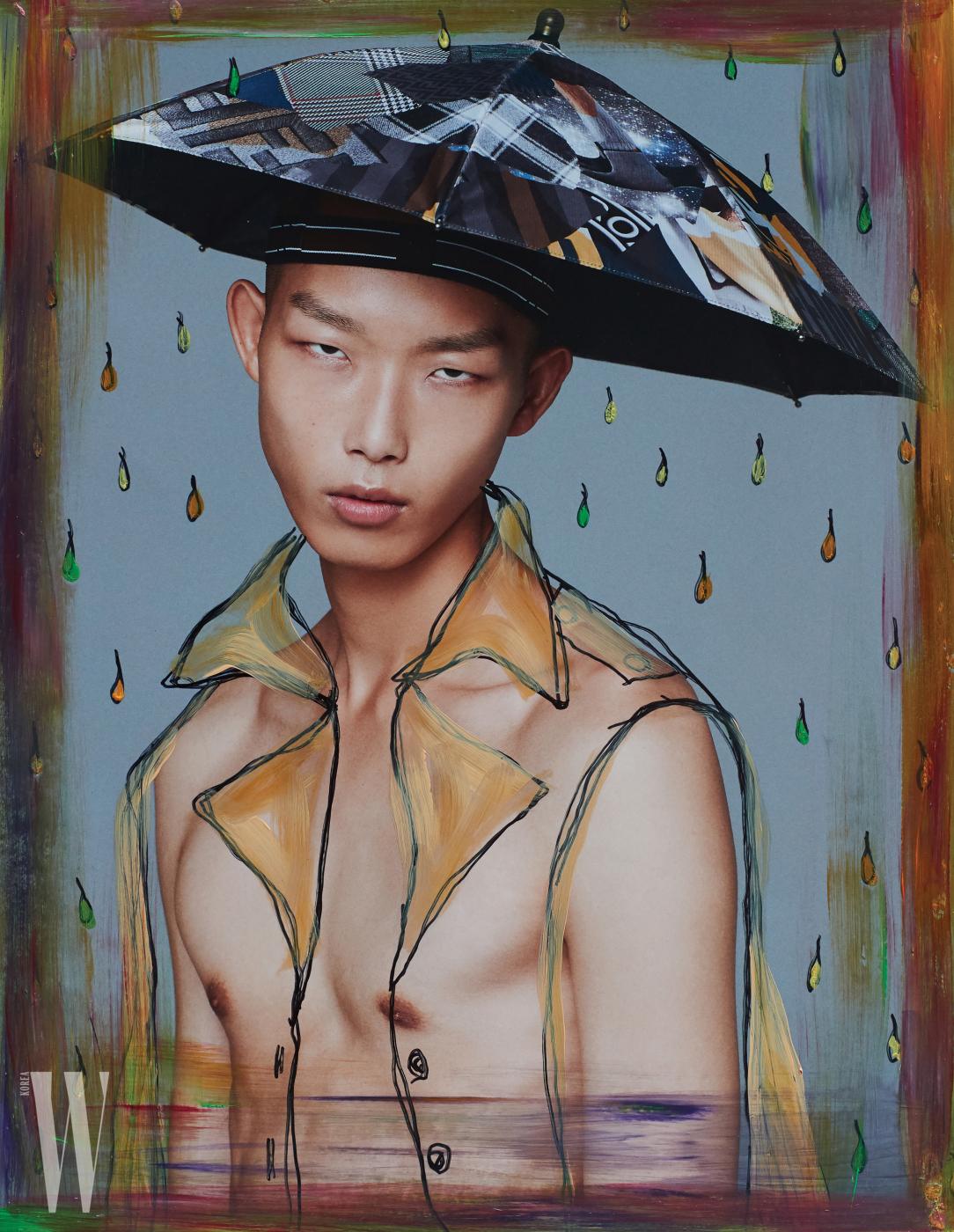 위트 있는 우산 형태의 모자는 Fendi 제품.