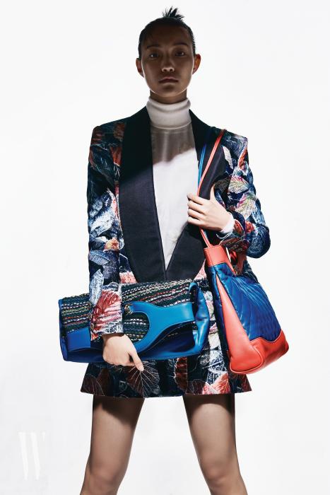 벨벳 소재 재킷, 캐시미어 소재 풀오버는 샤넬 제품. 가격 미정.