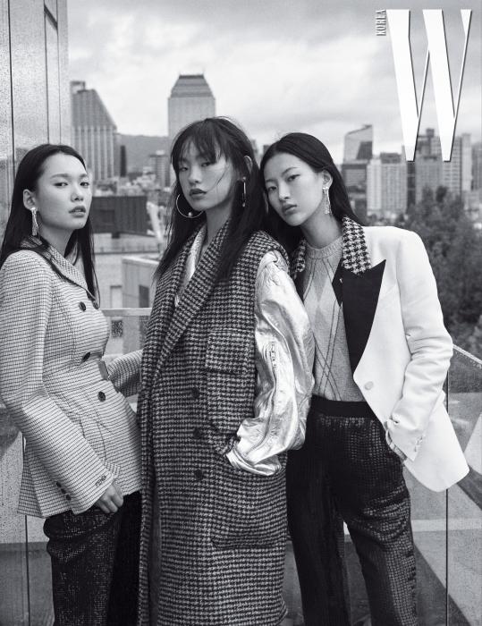 왼쪽부터ㅣ한슬이 입은 벨트 장식 체크무늬 재킷은 Fendi, 스팽글 팬츠는 St. John, 귀고리는 Joomi Lim 제품. 김별이 입은 체크무늬 슬리브리스 코트, 실버 라이더 재킷은 모두 Calvin Klein 205W39NYC, 귀고리는 Joomi Lim 제품. 김명진이 입은 재킷, 니트 톱, 스팽글 팬츠는 모두 Louis Vuitton, 귀고리는 Joomi Lim 제품.