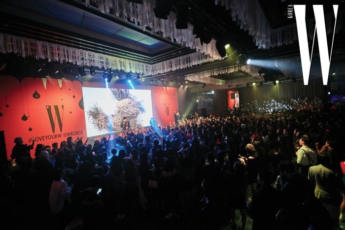 열정적인 무대를 선보인 AOMG의 래퍼 사이먼 도미닉, 로꼬, 그레이.
