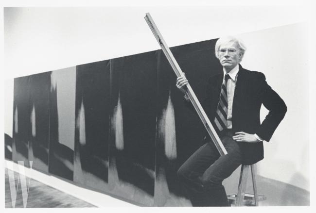 1979년 하이너 프리드리히 갤러리에서 포즈를 취한 앤디 워홀.