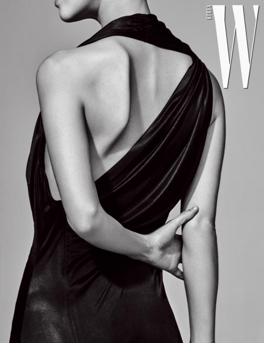 베어백 드레스는 미스지콜렉션 제품.