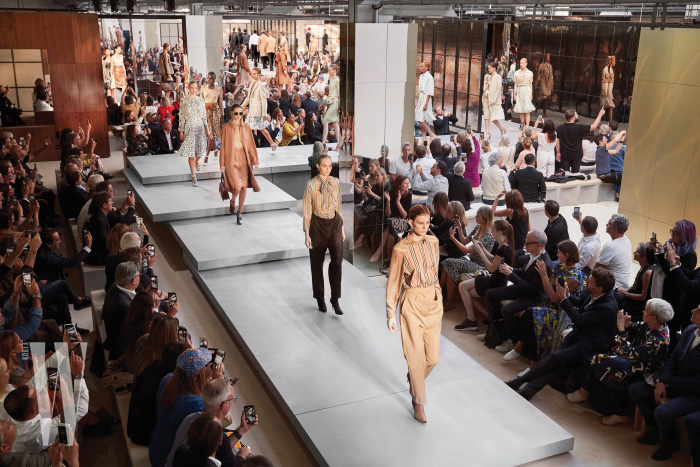 Burberry Spring_Summer 2019 Show Finale_004