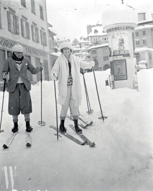Skiing Couple