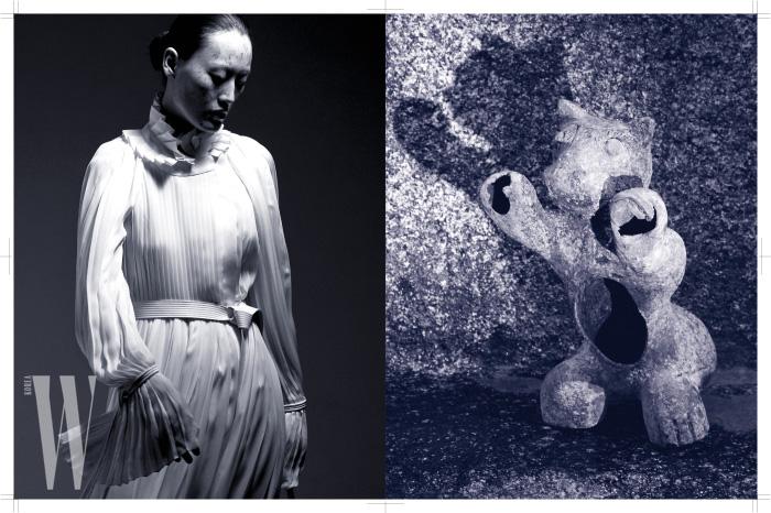 고풍스러운 화이트 롱 드레스는 Louis Vuitton 제품.