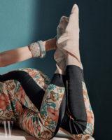 꽃무늬 실크 타이츠는 구찌 제품. 가격 미정. 플라스틱 얇은 뱅글은 65만원, 굵은 뱅글은 78만원, 모두 보테가 베네타 제품.