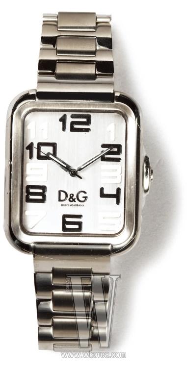 큼직한 숫자가 캐주얼한 스틸 워치는 D&G by 갤러리 어클락 제품. 28만4천원.