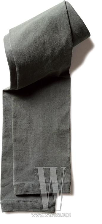 짙은 카키색 레깅스는 빈폴 제품. 가격 미정