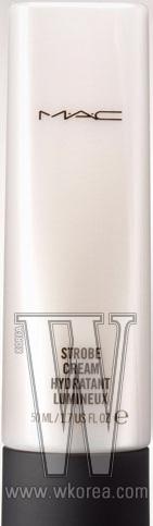 MAC 스트롭 크림. 미세한 펄 입자가 가미된 수분 크림 겸 메이크업 베이스로 피부에 광택과 윤기를 제공한다. 50ml, 4만4천원.