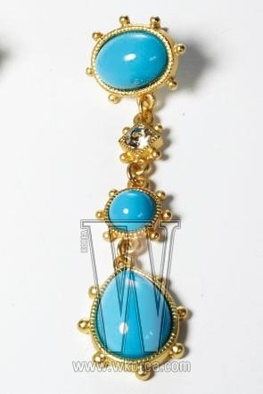 LISACCO JEWELRY 푸른 원석 장식의 드롭형 귀고리. 20만원대.