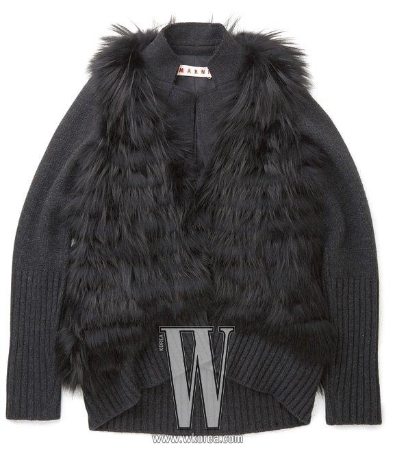니트에 밍크를 촘촘히 달아 장식한 재킷은 마르니 제품. 1천 4백만원대.