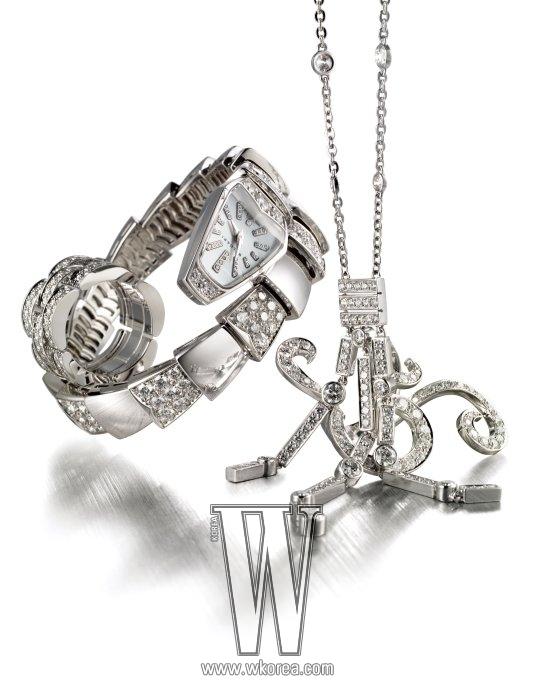 왼쪽부터 시계 방향으로| 화이트 골드 소재의 크고 작은 링크 위에 다이아몬드가 세팅된 마이용 팬더 링은 까르띠에 제품. 고대의 뱀을 모티프로 화이트 골드 부속들을 유연하게 연결한 다이아몬드 장식 브레이슬릿 워치는 불가리 제품. 18K 화이트 골드와 76개의 브릴리언트 컷 다이아몬드로이루어진 프랑쥬 목걸이는 샤넬 파인 주얼리 제품. 우아한 나선 모양이 세 개의 손가락 위에 펼쳐지는 오와조 드 파라디 링은 클리프&아펠 제품.