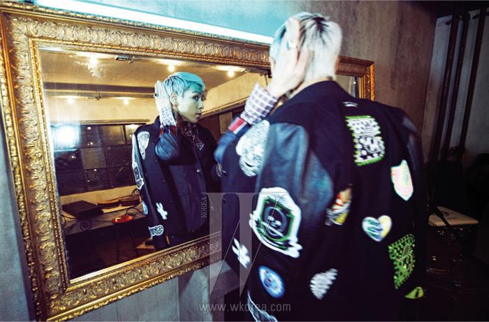 자연스러운 구김의 테일러드 재킷은 Scye by 10 Corso Como, 패치 장식의 야구 점퍼는 10 Corso Como X BIGBANG 제품, 체크 셔츠와 팬츠, 벨트와 액세서리는 모두 스타일리스트 소장품.