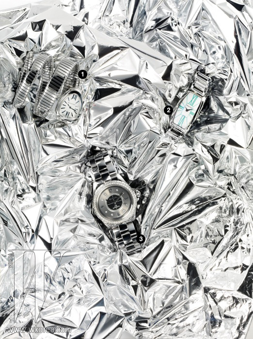 1 유연성 있는 브레이슬릿과 커브형 케이스가 손목에 2번 감기는 세르펜티 워치는 불가리 제품. 8백만원대. 2 로마자 인덱스와 우아한 케이스가 특징이며, 새틴 스트랩으로 교체 가능한 제미아 스틸 워치는 티파니 제품. 3백만원대. 3 흠집 방지 기능이 뛰어난 티타늄 세라믹 소재로 베젤에 다이아몬드가 세팅된 J12 크로매틱 워치는 샤넬 워치 제품. 가격 미정.