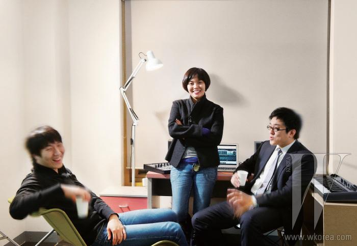 왼쪽부터   텀블벅 공동 창업자 소원영, 데이터 시각화 전문가 민세희, 건축가 양수인.