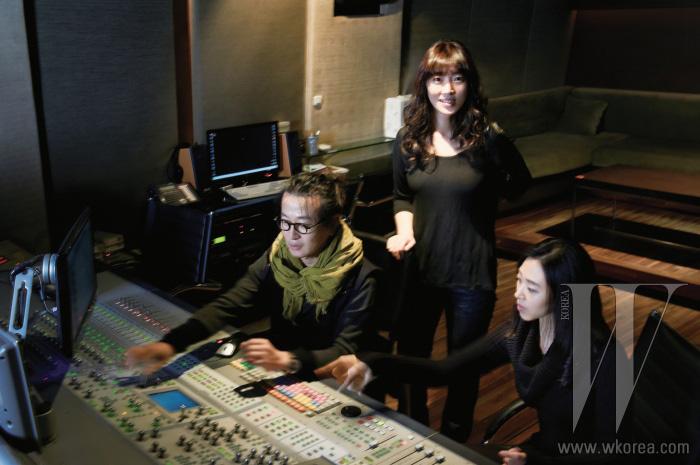 왼쪽부터   사운드 수퍼바이저 윤영문, 오디오 PD 이지영, 성우 김서영.
