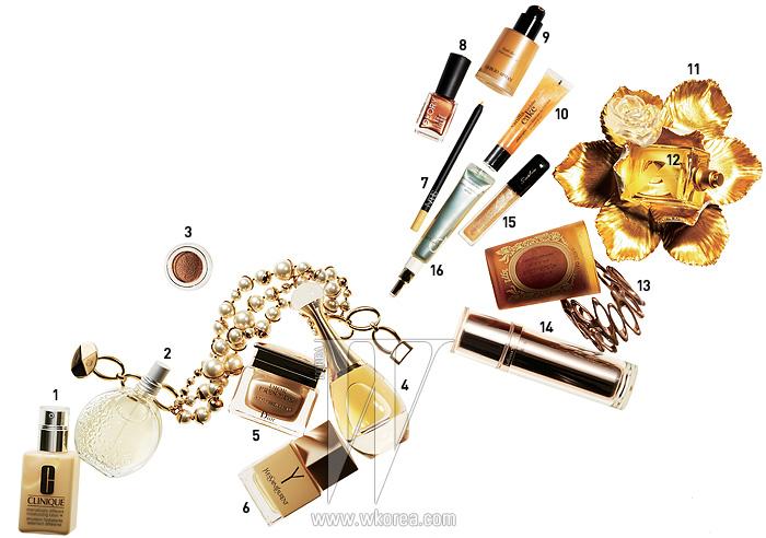 소품   다양한 크기의 진주가 알알이 연결된 볼드한 디자인의 목걸이는 Dior 제품, 가격 미정. 기하학적인 모양의 메탈릭 색상 뱅글은 Monica Castiglioni by bbabZZac 제품, 1백11만원.