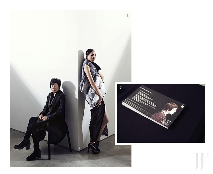 1. 빙하를 주제로 삼은 2013 F/W 컬렉션의 패딩 베스트와 슬릿이 깊게 들어간 드레스를 입고 있는 모델과 디자이너 박춘무. 2. 디자이너 박춘무의 포트레이트를 담은 전시회 초대장.