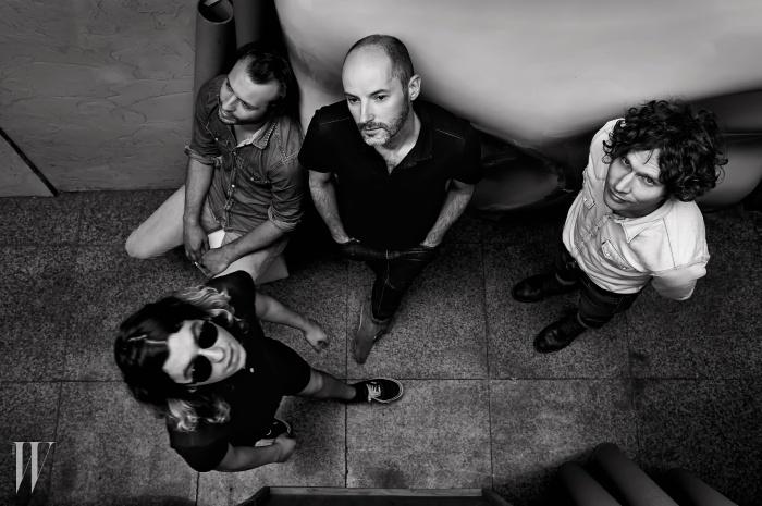왼쪽부터 시계 방향으로 | 줄리앙(보컬), 빈센트(베이스), 사뮤엘(기타), 프랑수아(드럼)