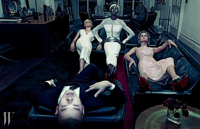 LADIES' MAN보스 우먼 컬렉션에 대한우의 비전은 다음과 같다.바로 한층 더 여성스러운실루엣과 브랜드의시그너처인 최고 수준의남성복 테일러링의 만남.모델들이 입고 있는 옷은모두 Boss, 슈즈는Christian Louboutin 제품.