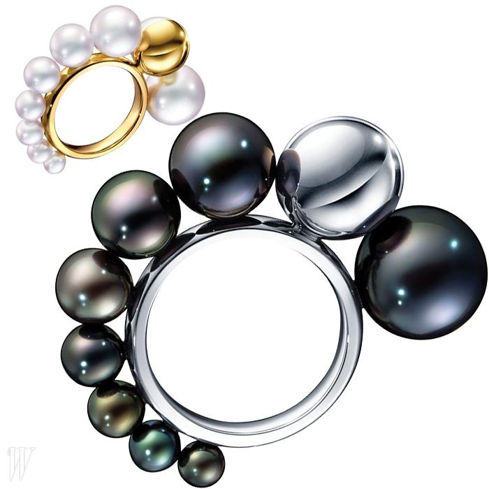 18K 옐로 골드에 다양한 크기의 우윳빛 담수 진주를 사용한여성스러운 스타일, 18K 화이트 골드에 오묘한 빛깔을 자랑하는흑진주를 사용한 카리스마 넘치는 스타일의 쉘 컬렉션 반지는 각각 3백만원대.