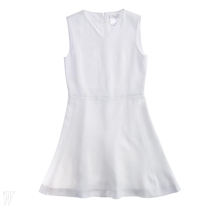 깔끔한 미니 드레스는 끌로에 제품. 2백만원대.