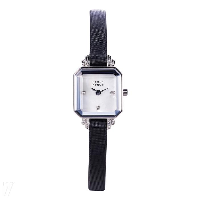 STONEHENGE 인덱스와 러그에 크리스털을 장식한 시계. 27만원.