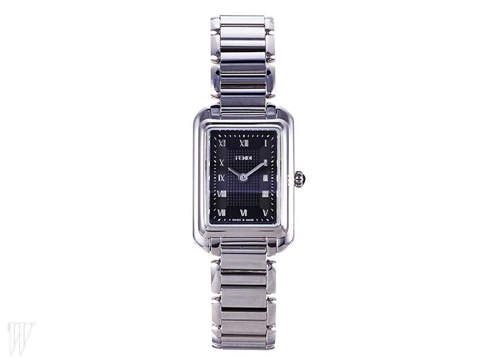 FENDIWATCH BY GALLERY O'CLOCK 로마숫자 인덱스가 클래식한 손목시계.1백37만원.