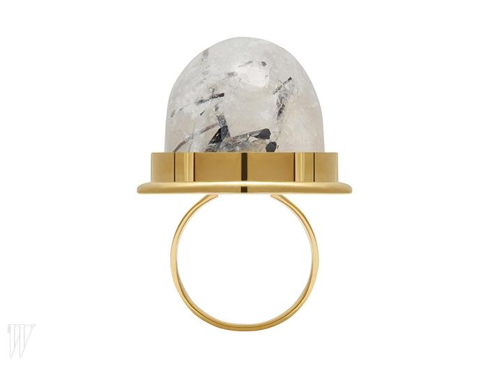 사탕이 떠오르는 재미난 반지는 생로랑 제품.