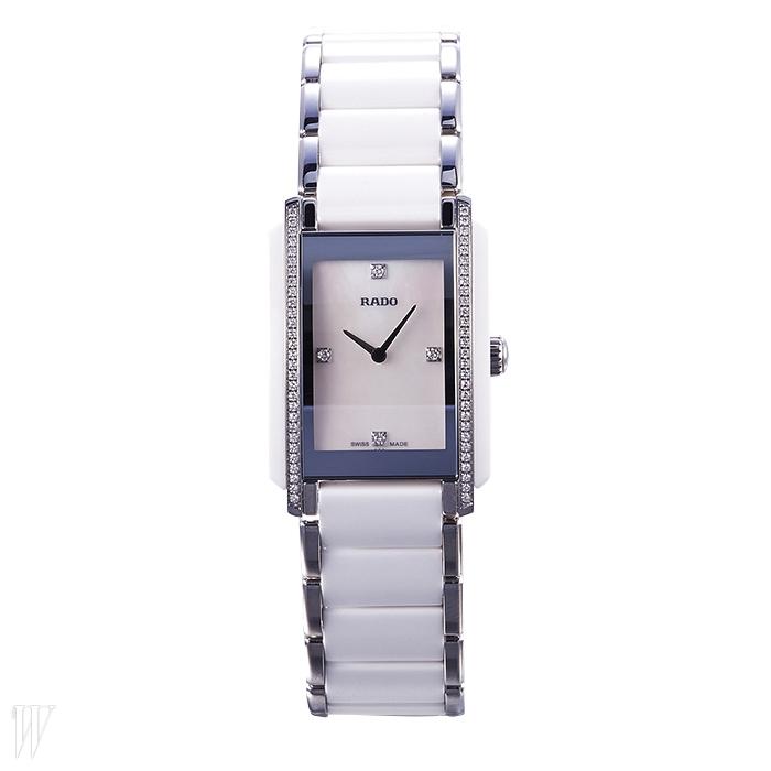 RADO 은색 라이닝이 고급스러운 시계. 5백20만원대.