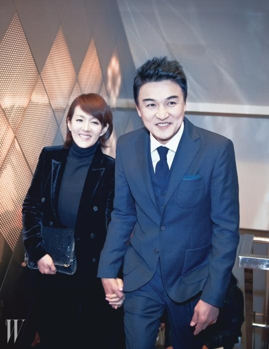 밝은 웃음으로 행사장을 환하게 비춘배우 박중훈과 윤순 부부.