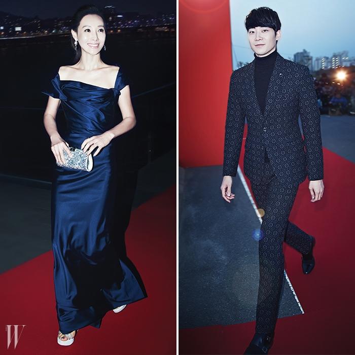 왼쪽  짙은 푸른색의 드레스로매력적인 이브닝 룩을연출한 배우 도지원.오른쪽  피아니스트윤한이카메라를 응시하며입장하고 있다.