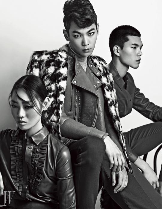 이철우가 입은 바이커 재킷과 팬츠는 Gucci,하운즈투스 무늬 코트는 Saint Laurent 제품.황기쁨이 입은 러플 장식 가죽 셔츠와 한승수가 입은 가죽 셔츠와 팬츠는 모두 Gucci 제품.