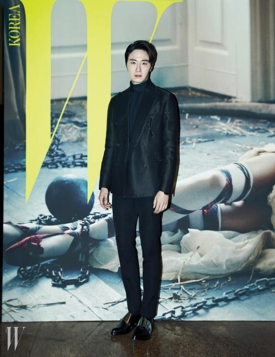 고급스러운 광택이 흐르는 배우 정일우의테일러드 재킷은 Hermes 제품.