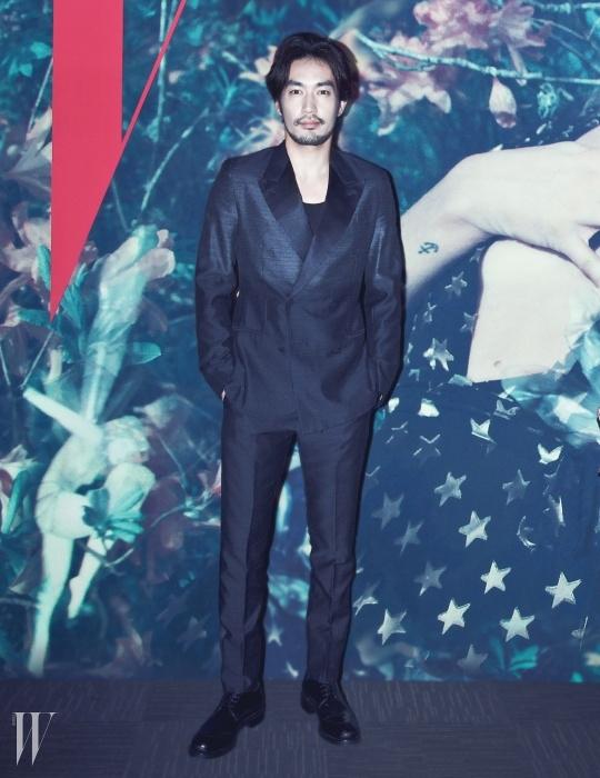 오타니 료헤이가 입은 더블 브레스트 수트는 Louis Vuitton 제품.