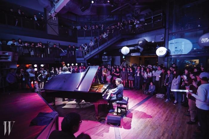 아우디와 블루노트의 협업으로한국에서 공연한 재즈 뮤지션 재키 테라슨