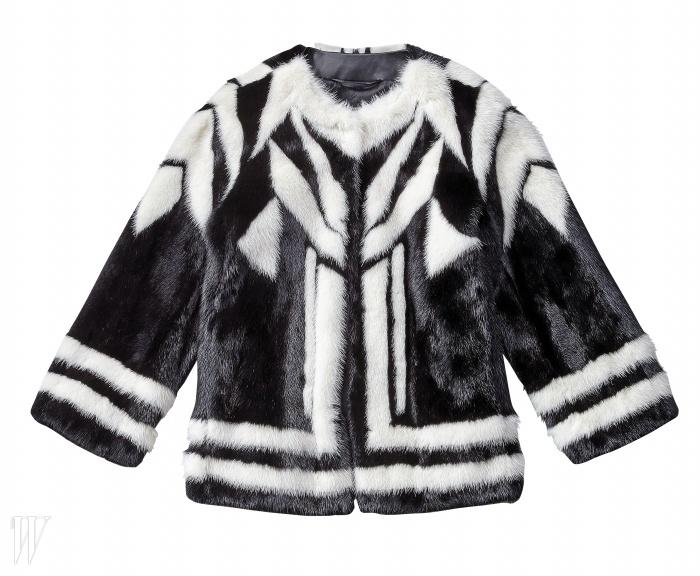 ETRO 지오메트릭 패턴의 밍크 퍼 재킷. 2천2백만원.