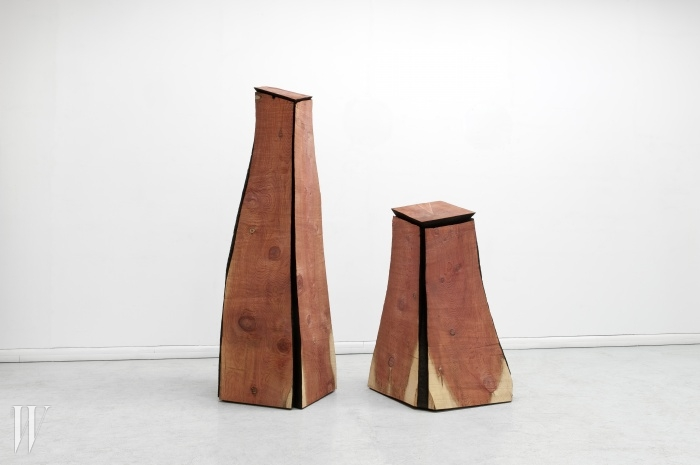 Two Cut CornerColumns, 2011Redwood240 x 69 x 76 cm,153 x 88 x 86 cmImage provided by KukjeGallery ⓒ David Nash