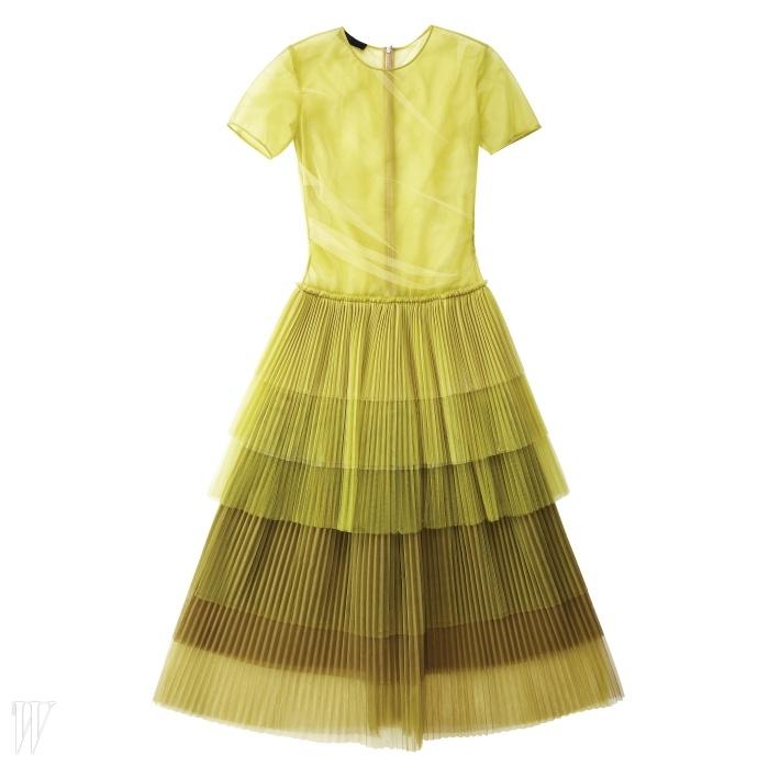 BURBERRY PRORSUM 시폰 소재의 주름 장식 드레스. 4백60만원대.