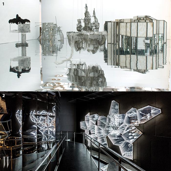 1. 2015년 파리 생테티엔 현대 미술관 전시 전경. 왼쪽부터'Excavation(2007)', 'Souterrain(2012)', 'After Bruno Taut(Bewarethe Sweetness of Things)'. 2. 오스트리아 스와로브스키 박물관에설치된 'Into Lattice Sun(2015)'의 일부.