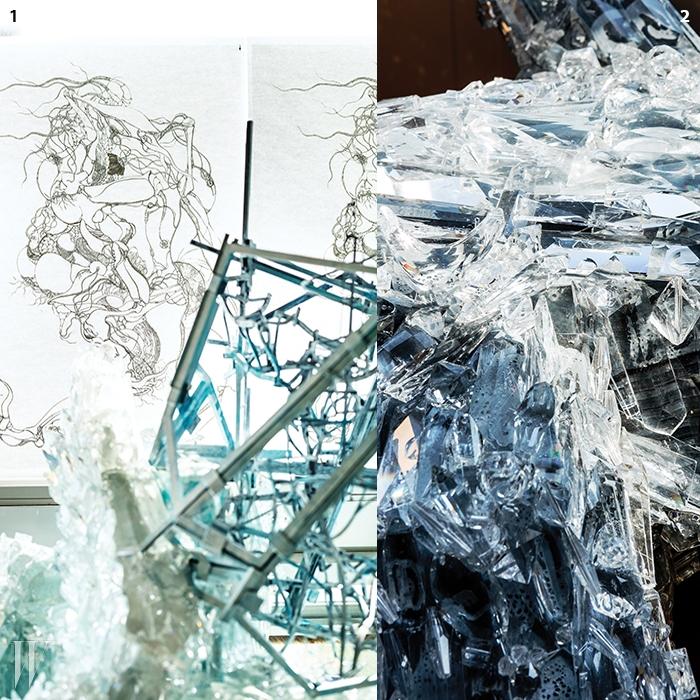 1. 작업실에 붙어 있던 아이디어 스케치.2. 크리스털은 이불 작업의주요한 소재 중 하나다.