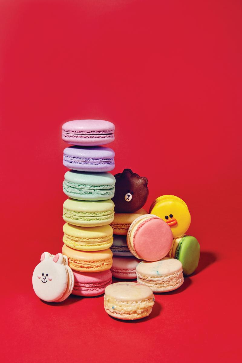 무지개를 연상시키는 다양한 색깔의 마카롱은 마리웨일 마카롱 제품.