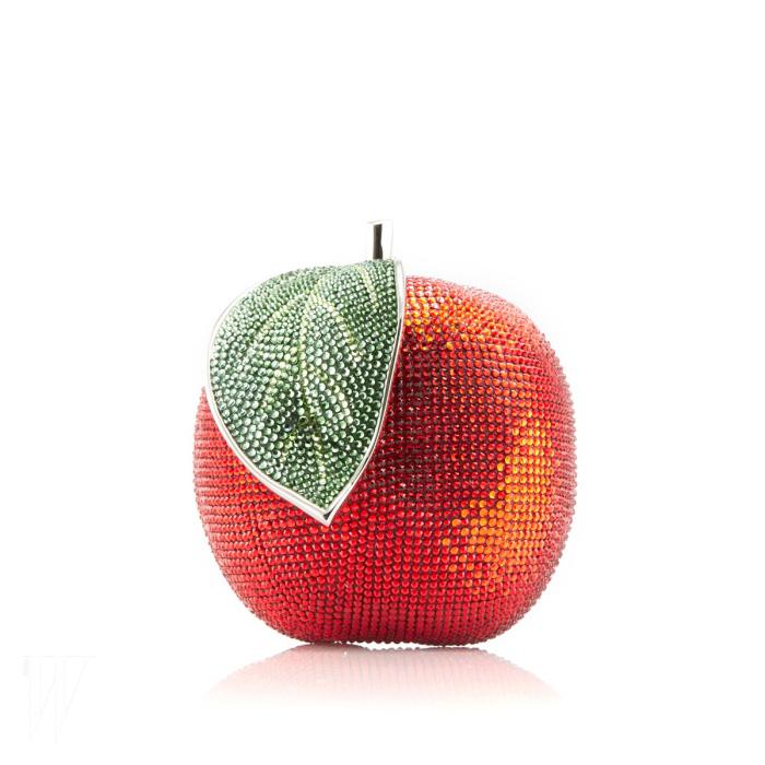 '백설공주'에 등장하는 사과 모양을 본 딴 주디스 리버의 미노디에르 클러치, 2013 가을 컬렉션.