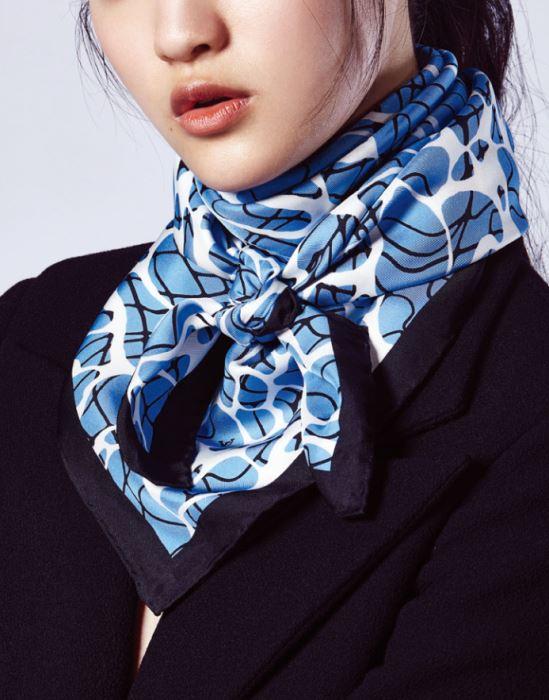 STYLE 2 검정 재킷은 디올 제품. 가격 미정. 스카프는 루이 비통 제품. 50만원대.