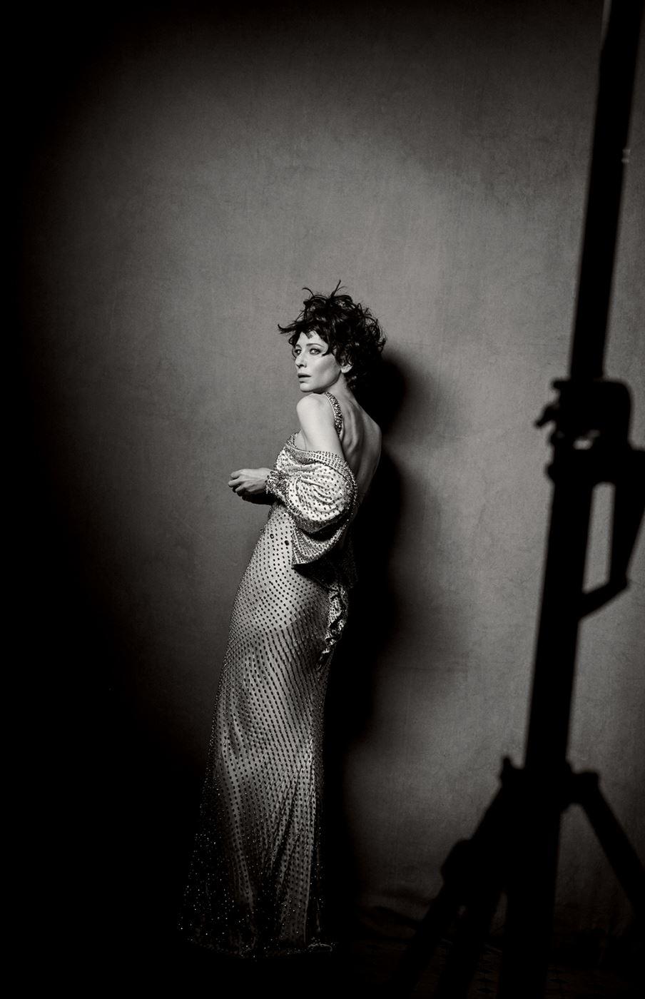 드레스는 Givency by Riccardo Tisci