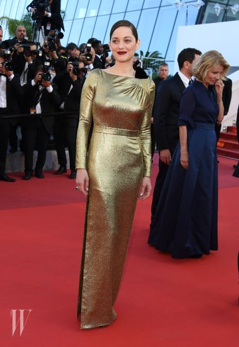 """CANNES, FRANCE - MAY 15:  Actress Marion Cotillard attends the screening of """"From The Land Of The Moon (Mal De Pierres)""""  at the annual 69th Cannes Film Festival at Palais des Festivals on May 15, 2016 in Cannes, France.  (Photo by George Pimentel/WireImage)"""