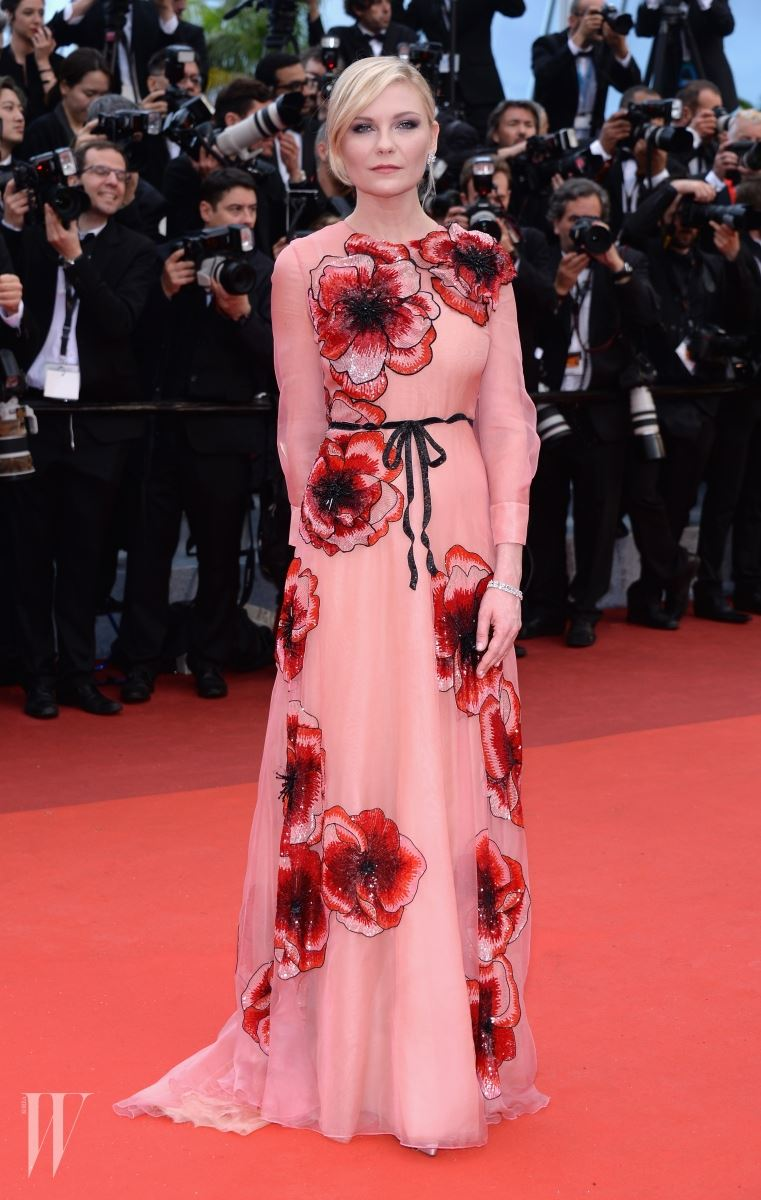 """CANNES, FRANCE - MAY 11: Jury Member Kirsten Dunst attends the """"Cafe Society"""" premiere and the Opening Night Gala during the 69th annual Cannes Film Festival at the Palais des Festivals on May 11, 2016 in Cannes, France.  (Photo by Dominique Charriau/WireImage)"""